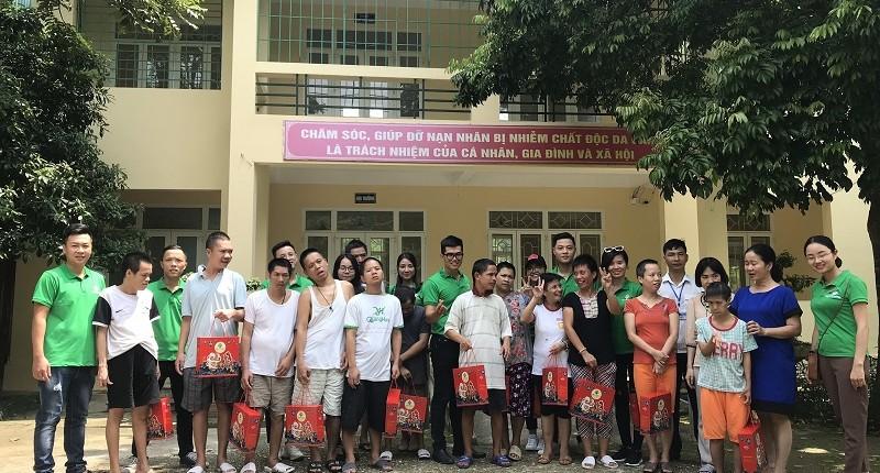 Viethomes trao tặng 50 suất quà trung thu cho nạn nhân nhiễm chất độc da cam ở Ba Vì, Hà Nội