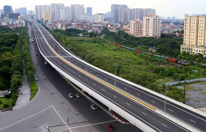 Hà Nội: Đường Phạm Văn Đồng 'lột xác' đẹp như mơ, giá nhà đất tăng mạnh